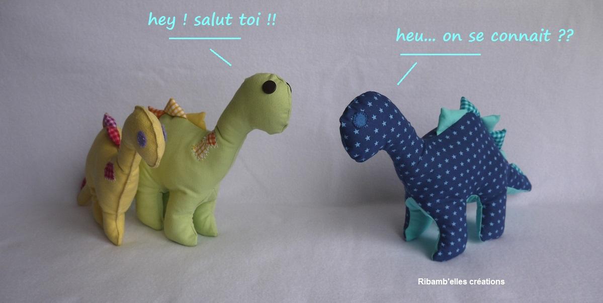 85 - Doudou dinosaure bleu jaune vert