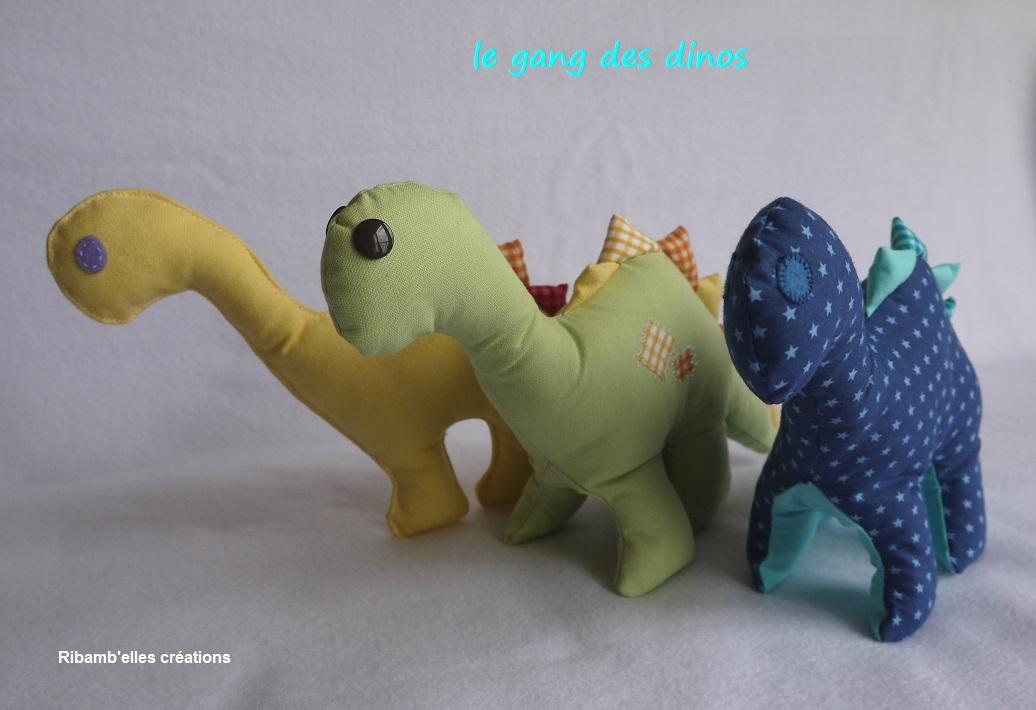 85 - Doudou dinosaure bleu vert jaune