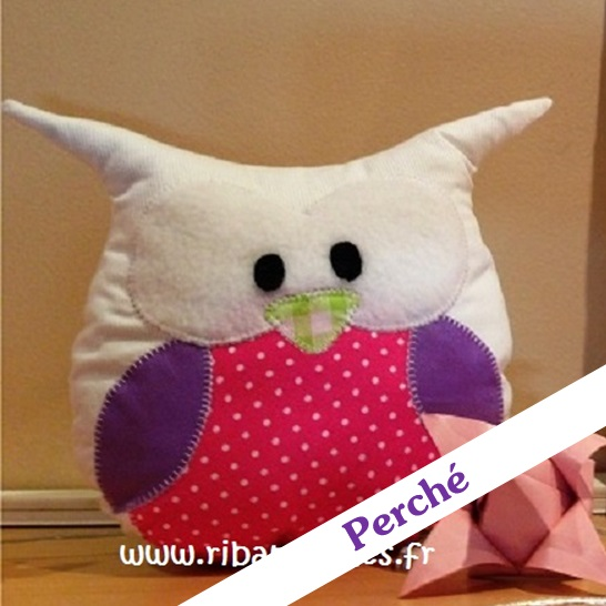 Doudou chouette hibou blanc violet rose perché