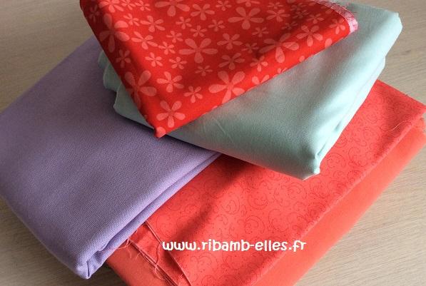 Vide poche de lit tissus rouge corail mauve turquoise