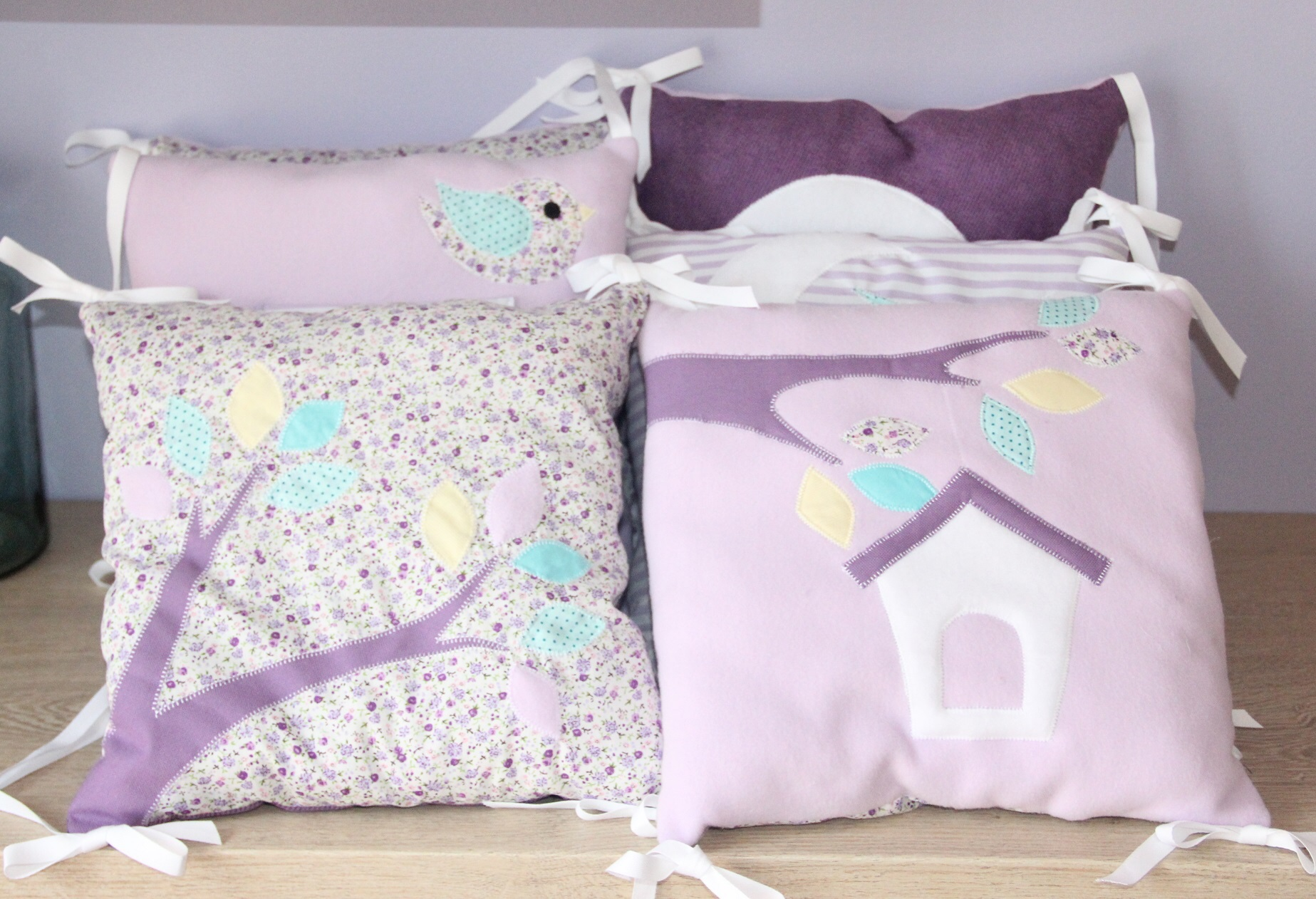 tour de lit foret parme violet turquoise ribamb 39 elles. Black Bedroom Furniture Sets. Home Design Ideas