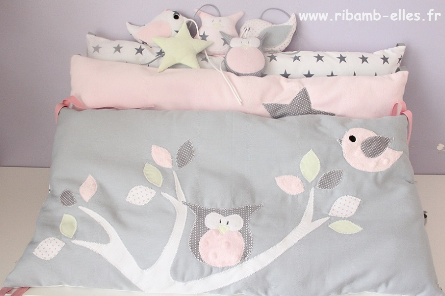 tour de lit hibou rose gris vert anis ribamb 39 elles. Black Bedroom Furniture Sets. Home Design Ideas